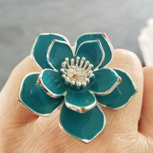 Beautiful turquoise blue stretch flower ring